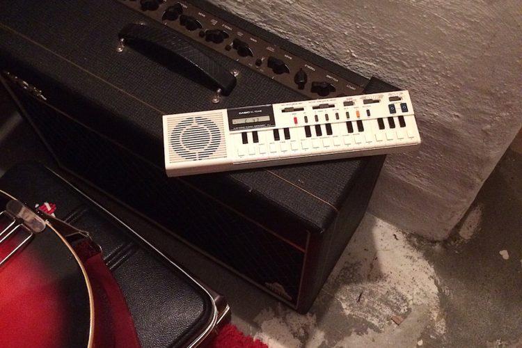 80er Jahre Kult-Synthi Casio VL-1 mit VOX AC30