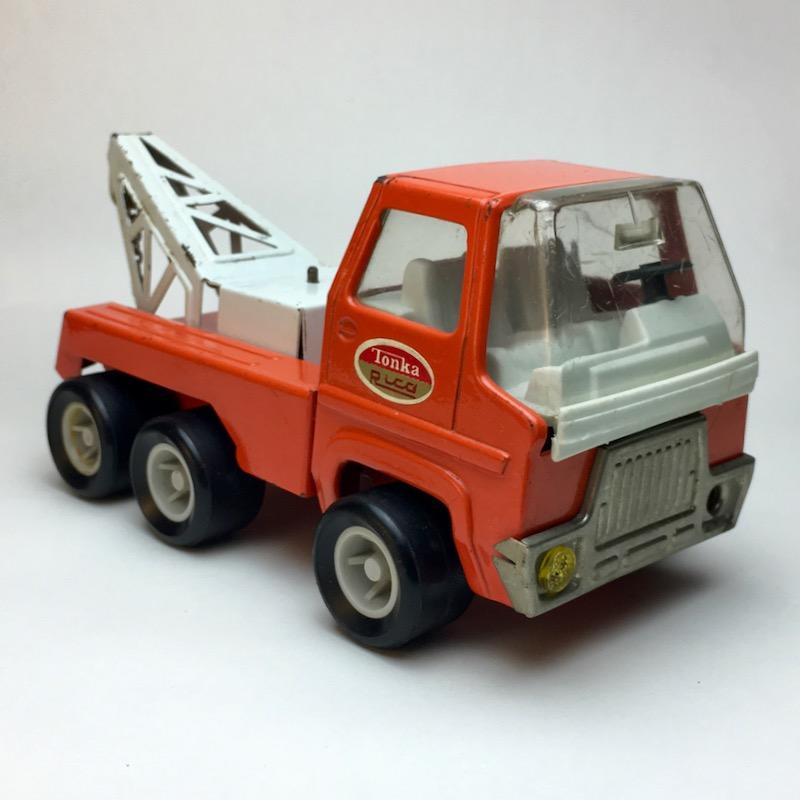 Roter Tonka Rico Abschleppwagen von vorn