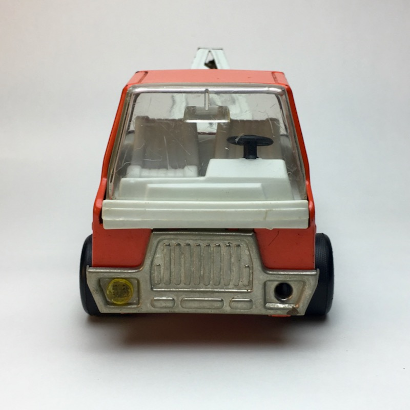 Roter Tonka Rico Abschleppwagen frontal