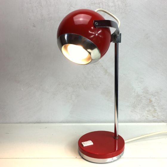 Space Age Schreibtischlampe Rot Kugellampe in Funktion