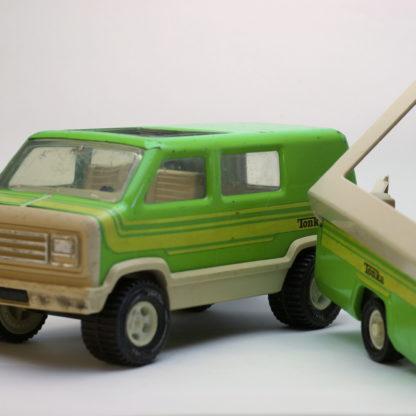 Tonka Van mit Camping-Anhänger von vorn
