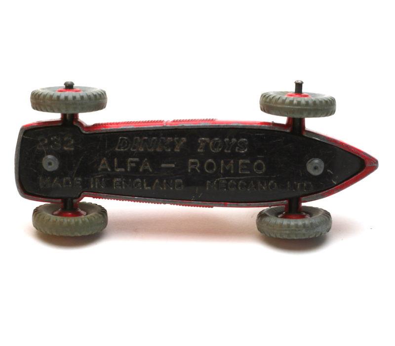Dinky Toys 232 Alfa Romeo Unterseite