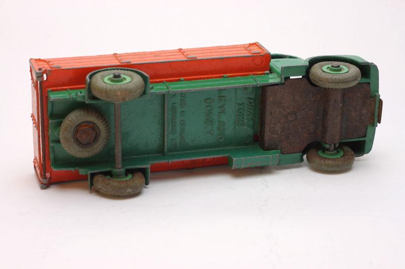 Dinky Toys 418 Leyland Unterseite