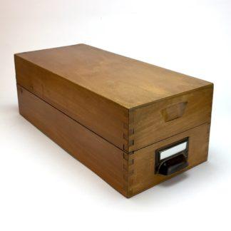 Langer Mid Century Karteikasten Holz A6 mit Metallgriff