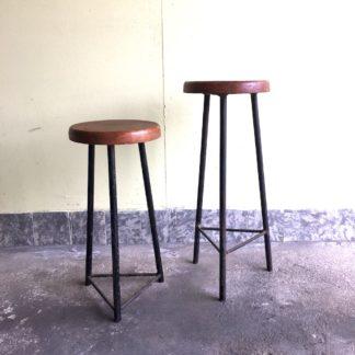 Sitzhocker Industrie Hocker Stahl Holz Dreibein Ansicht Paar