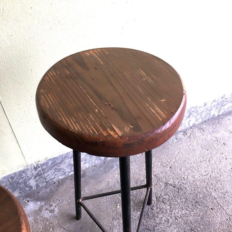 Sitzhocker Industrie Hocker Stahl Holz Dreibein Sitzfläche rechts